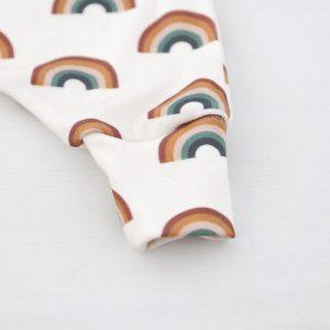 Geboortepakje regenboog print FSHappiness detail pijpje