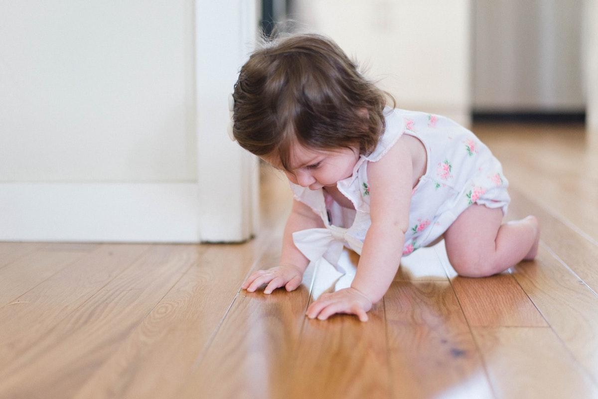 Baby leert kruipen